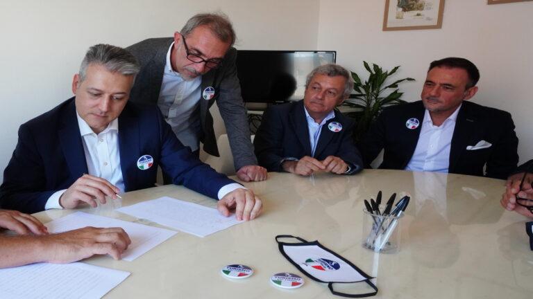 2 MIlano-costituzione di Turismo per l'Italia M7952-4472